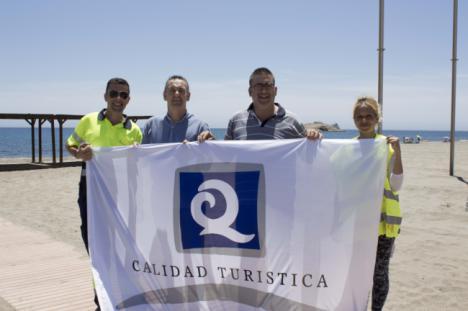 Carboneras conserva las banderas Q de Calidad para sus playas urbanas