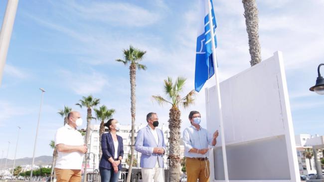 Las bandera azules ya lucen en Adra y Balanegra
