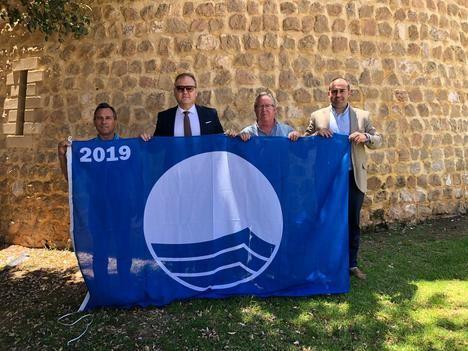 Cuevas recoge su bandera azul para la playa de Villaricos