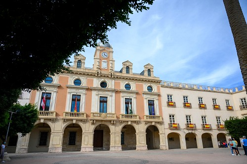 El alcalde dicta un Bando en el que anima a poner la bandera de España el 12-O