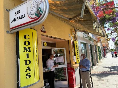 Bonilla Agradece El Esfuerzo al abrir del pequeño comercio de Vícar