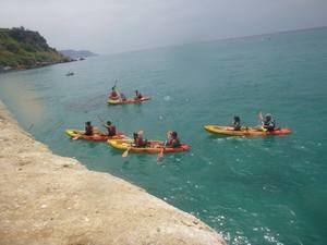 Berjanatura organiza un viaje a Nerja para hacer una ruta en kayak y visitar una cueva marina