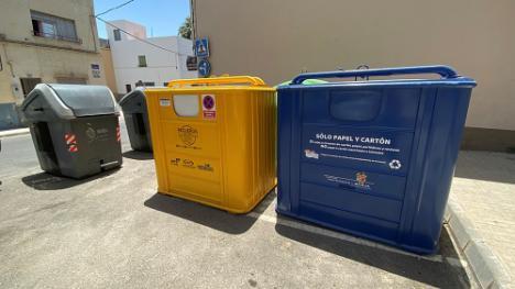 El Ayuntamiento de Berja instala los contenedores de papel y cartón