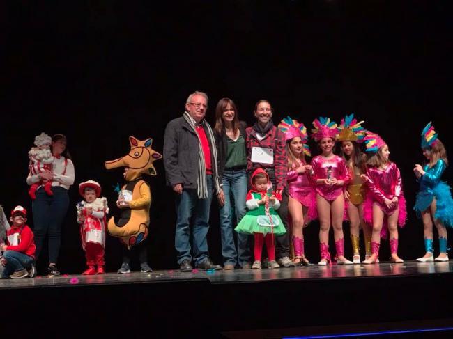 Vícar Celebró Un Brillante Carnaval, Con Una Guiño Al 'Un, Dos, Tres...' Y Una Doble Fiesta De Disfraces