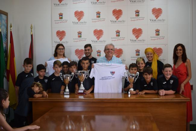 Antonio Bonilla Recibe A Los Benjamines Del CD Vícar, Campeones De Andalucía De Fútbol Sala