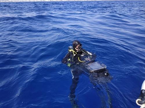 Operativos de buceo de la Armada se entrena con un 'pecio desconocido'