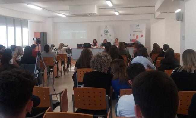 Jornada sobre mujeres emprendedoras en el mercado internacional en CADE Almeria