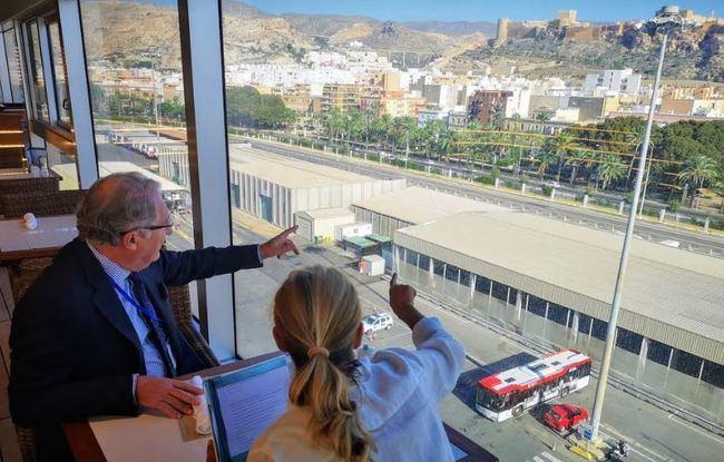 Los viajeros del lujoso crucero Seven Seas Explorer saborean Almería