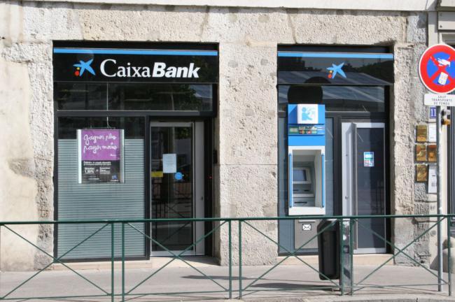 Un ere en caixabank cerrar cuatro oficinas en almer a for Oficina empleo almeria