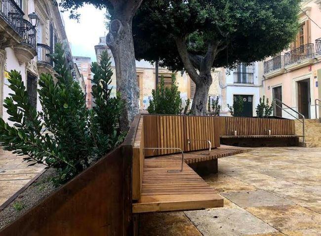 Almería planta alrededor de 800 árboles en una treintena de calles