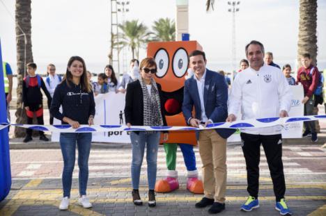 800 niños caminan contra la obesidad de la mano de la Diputación y la Universidad