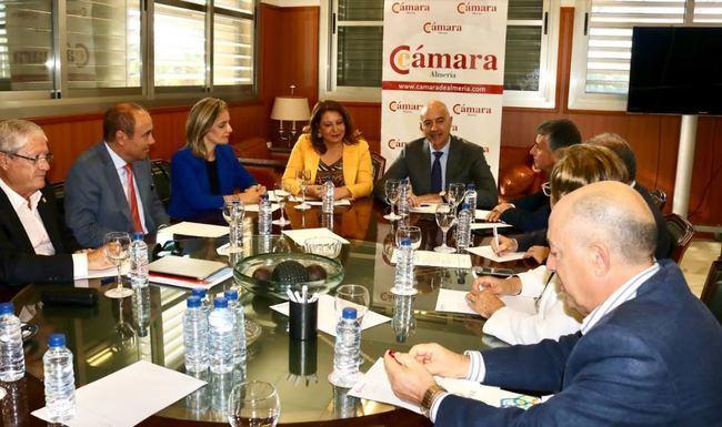 """Crespo destaca el papel """"puntero"""" de la Cámara de Comercio de Almería"""
