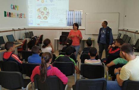 Economía acerca a estudiantes del 'Historiador Padre Tapia' de Níjar el uso responsable de la tecnología