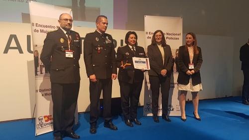Medalla al Mérito a mujeres policía par ala segunda jefe de la Policía Local de Almería