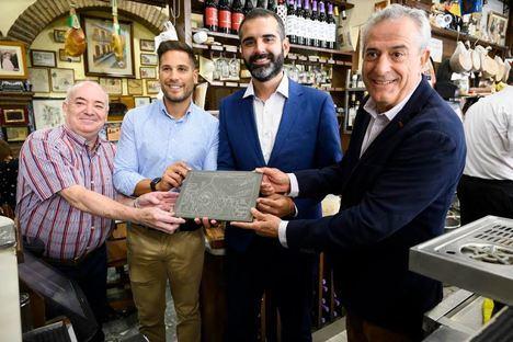 """Casa Puga recibe un reconocimiento por ser """"Marca Almería por los cuatro costados"""""""