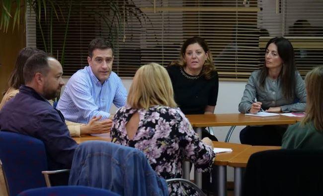 El PP propone un cheque escolar de 1.000 euros por curso a familias con menores de 0 a 3 años