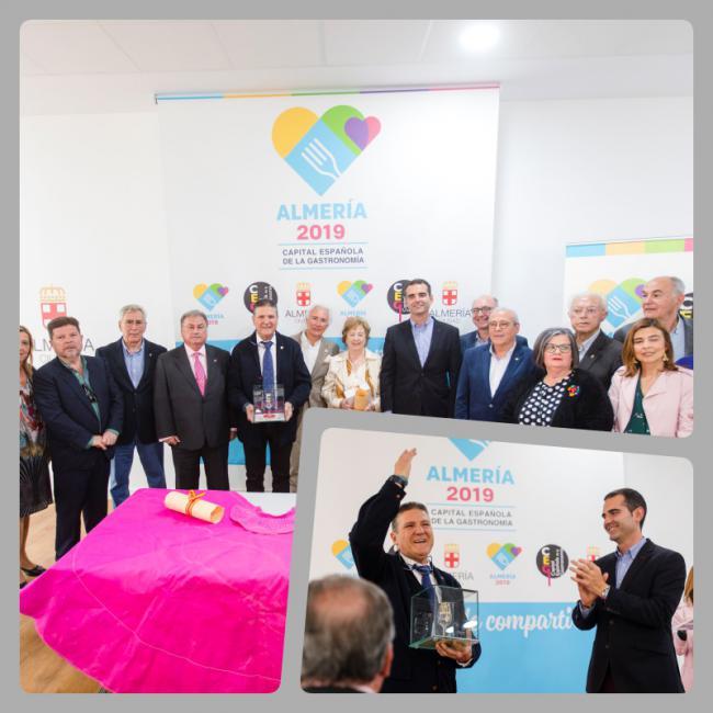 Amigos Taurinos de Almería se adhiere a la Capitalidad Gastronómica con el premio Catavino de Oro