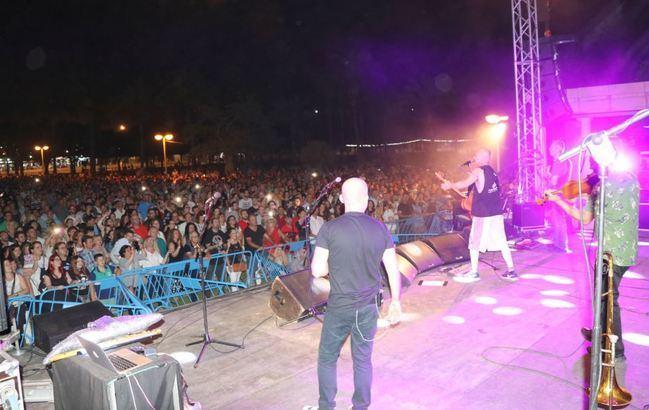 5.000 personas aplauden a Celtas Cortos en El Ejido