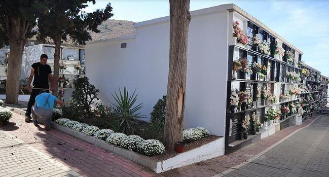 El Ayuntamiento acondiciona los cementerios de Berja y Benínar