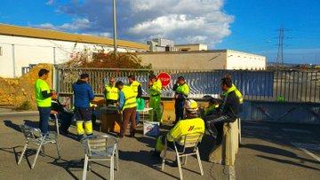 Los trabajadores de Cemex en Gádor cortan el acceso a la planta