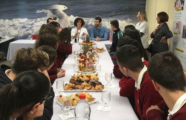 Torrecárdenas explica a alumnos de Agave qué es el Biobanco