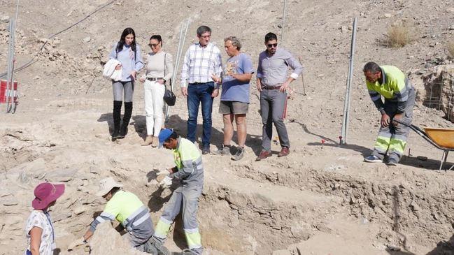 Las excavaciones en el Cerro de Montecristo descubren piletas de salazones y un horno