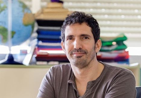 César Bona Abre El Otoño Cultural De Vícar con 'La Emoción De Aprender'