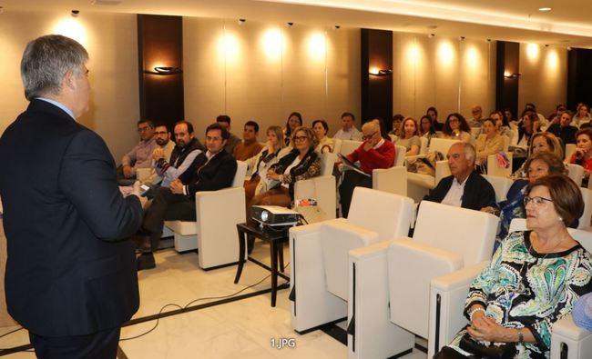 Internet y las redes sociales en una charla en El Ejido