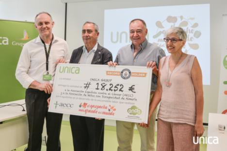 UNICA entrega de la recaudación del récord Guinness a Anda y AECC
