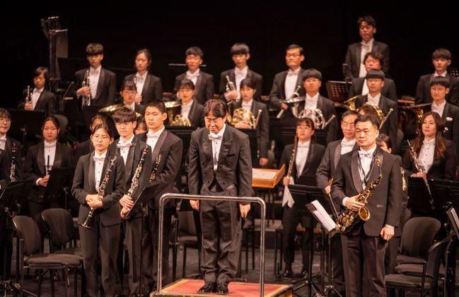 La Banda Escuela San Indalecio conmemora sus 15 años con músicos de Corea del Sur