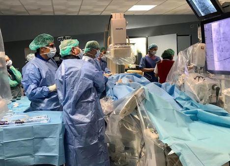Torrecárdenas realiza ya la implantación de válvulas cardiacas sin cirugía