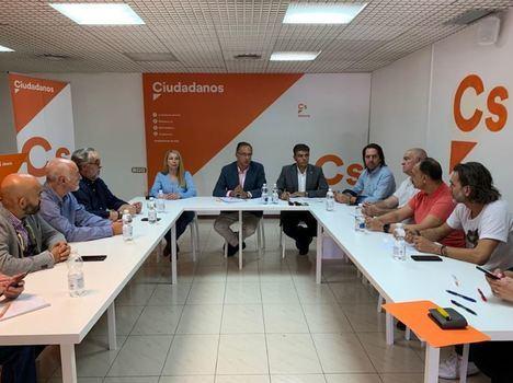 Vicente García (Cs) denuncia que la huerta de Europa soporte infraestructuras ferroviarias del siglo pasado