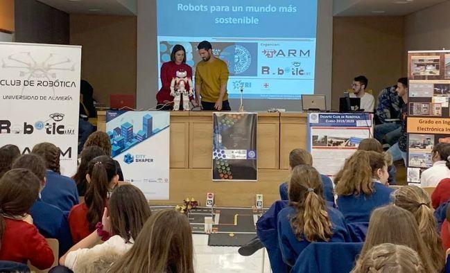 La UAL lleva el mundo de la Robótica a los escolares