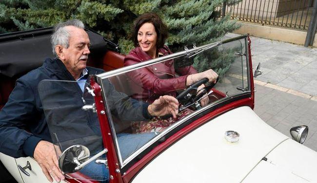 El club de Vehículos Antiguos visita Alcaldía en el inicio de la ruta anual