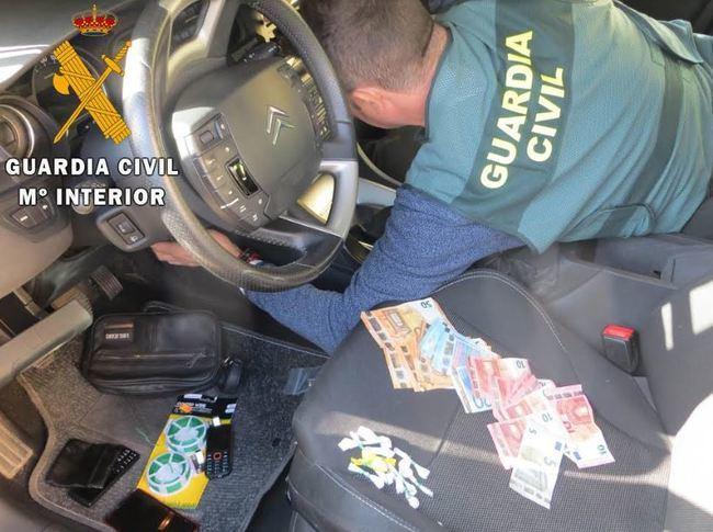 Detenido en Adra un vendedor ambulante de droga