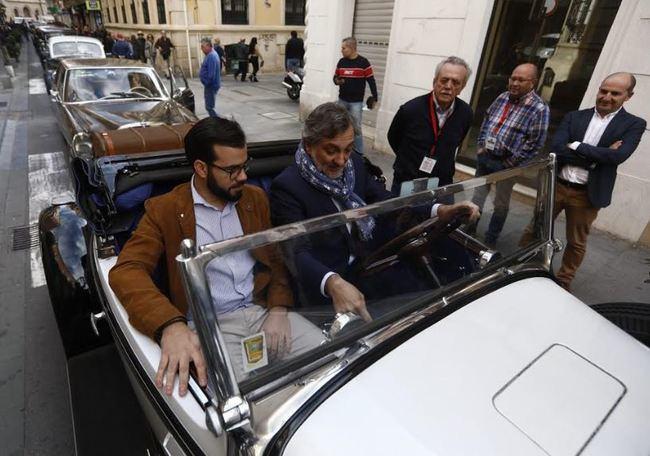 La XXX Ruta de Vehículos Antiguos se saborea en las calles de Almería