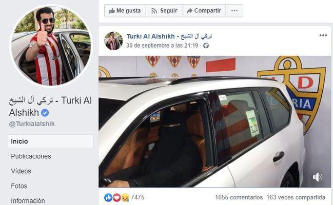 Mujer con burka promociona el sorteo de un coche de la UD Almería