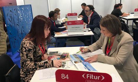 El Ejido sienta en FITUR la colaboración con touroperadores del sector de nueve países