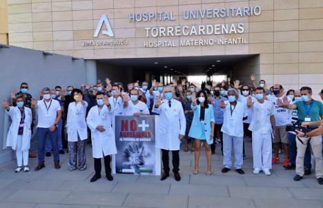 Concentración en el Hospital Torrecárdenas contra las agresiones a su personal