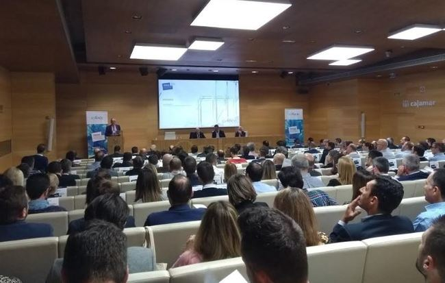 100 empresarios en la conferencia sobre Riesgo País organizada por Coface y Cajamar