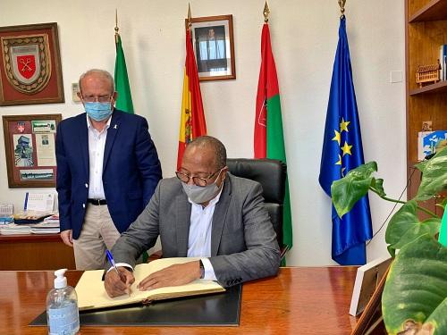 El Embajador De Guinea Bissau Visita El Ayuntamiento De Vícar