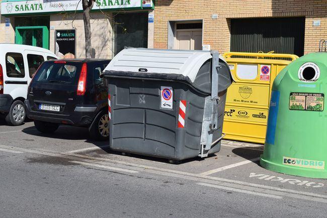 Renovados Los Contenedores De Basura En Todo El Bulevar Ciudad De Vícar