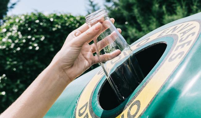 El reciclaje de vidrio en Almería capital crece más del 22%