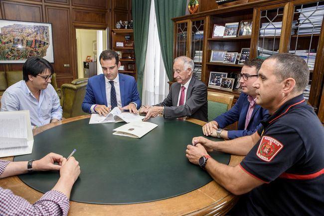 Diputación y Ayuntamiento renuevan su compromiso para garantizar el servicio de bomberos en 20 municipios