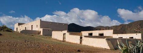 Polémica por la rehabilitación de un cortijo en Los Genoveses para uso hotelero