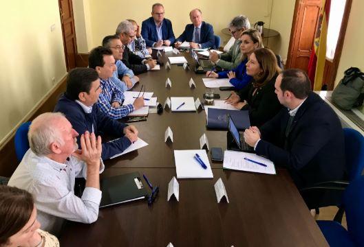 La Mesa del Agua de Almería expone a la consejera Crespo las necesidades para este año