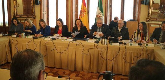 Crespo anuncia una mesa de expertos para impulsar la comercialización hortofrutícola