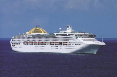 El crucero británico Ocena hace escala en Almería con más de 3.000 viajeros