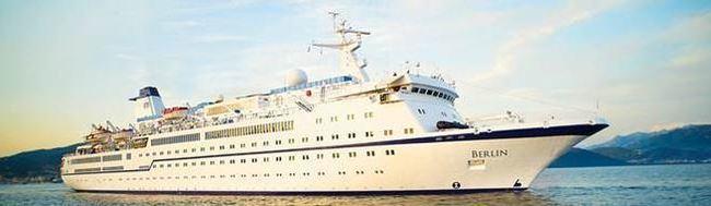 El buque turístico Berlín abre la temporada de cruceros en el Puerto de Almería