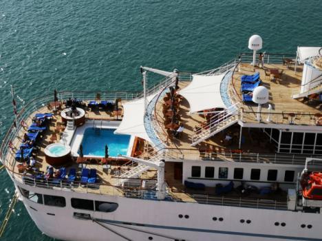 El crucero Wind Surf hace el domingo la primera de las seis escalas previstas este año en Almería